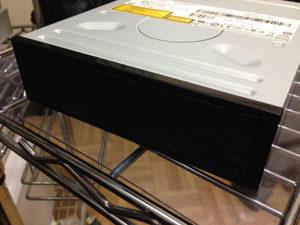 今回のパソコン修理はドライブ交換。